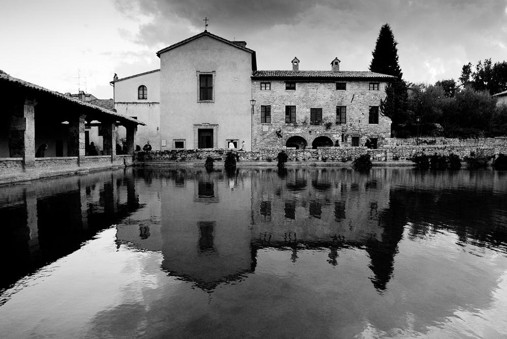 http://www.illoggiato.com/images/background/default_9.jpg
